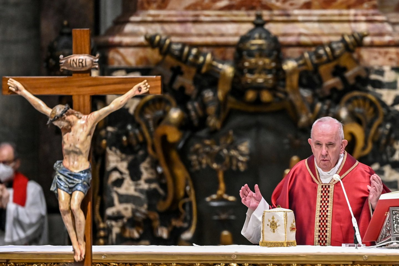 Milijonai krikščionių visame pasaulyje šeštadienį rengiasi dar kartą sutikti Velykas karantino sąlygomis, toliau augant COVID-19 atvejų skaičiui.<br>Reuters/Scanpix nuotr.