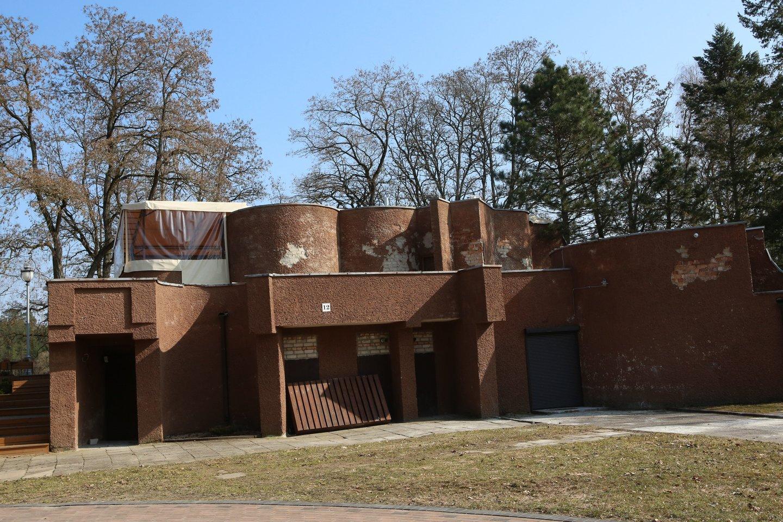 Sovietmečiu šiame pastate veikė alaus baras. Netrukus kavinę čia atidaryti žada iš Prienų rajono atvykstanti verslininkė.<br>M.Patašiaus nuotr.