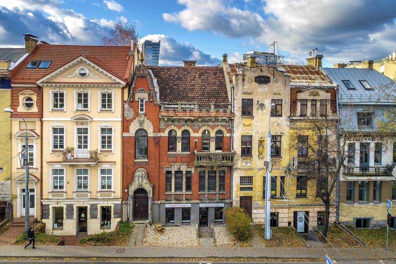 """Kultūros ministras Simonas Kairys valstybės saugomais kultūros paveldo objektais paskelbė Kražių koloniją Vilniuje.<br>""""Baltic Sotheby's International"""" / lrytas.lt nuotr."""