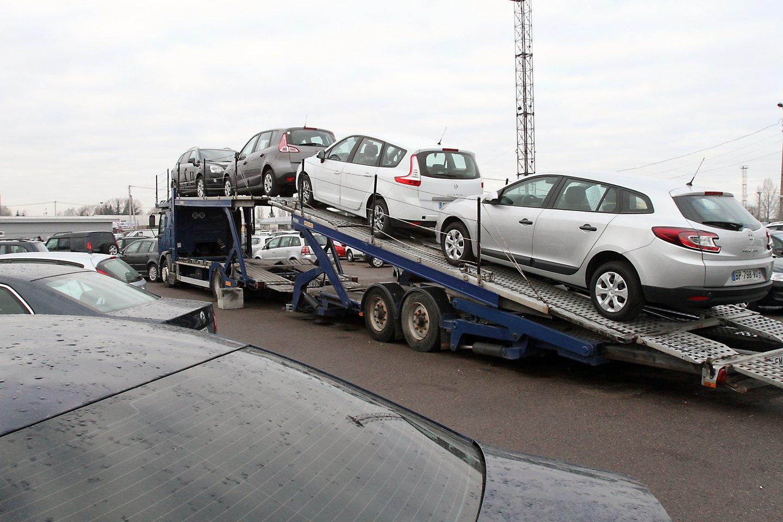 Gyventojai greitu metu vėl gali tikėtis gauti kompensacijas už sunaikintus senus taršius automobilius.<br>M.Patašiaus nuotr.