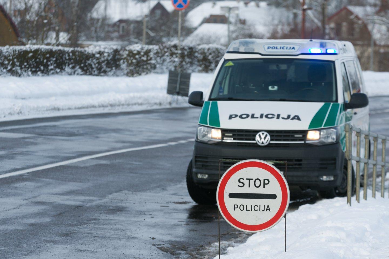 """""""Stop"""" ženklą pareigūnai iš blokpostų perkels prie Vyriausybės: patikėsime tik ministro įsakymu.<br>T.Bauro nuotr."""