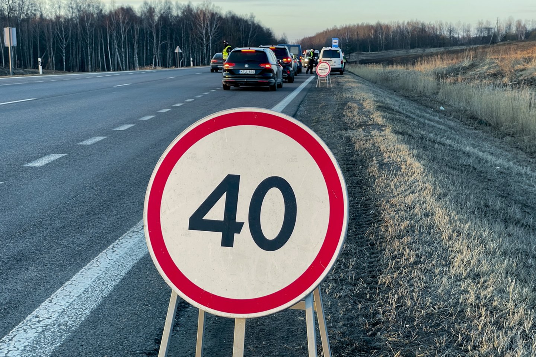 """""""Stop"""" ženklą pareigūnai iš blokpostų perkels prie Vyriausybės: patikėsime tik ministro įsakymu.<br>V.Ščiavinsko nuotr."""