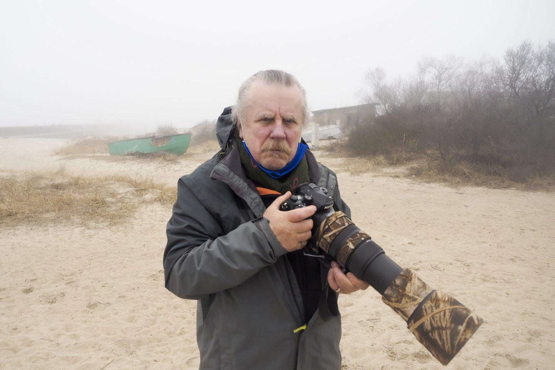 Vladas Ščiavinskas nepaleidžia fotoaparato iš rankų.<br>Š. Meškio nuotr.