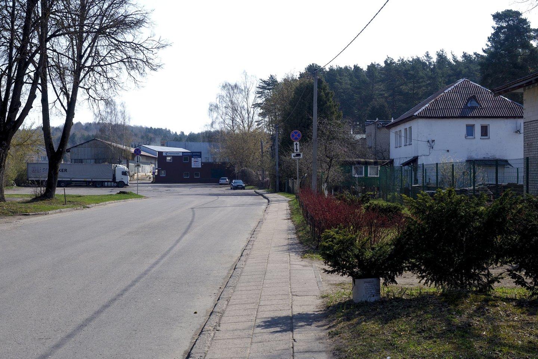 Paneriuose, Lentvario pašonėje, planuojama asfaltuoti naują Ismonių gatvės atkarpą.<br>V.Ščiavinsko nuotr.