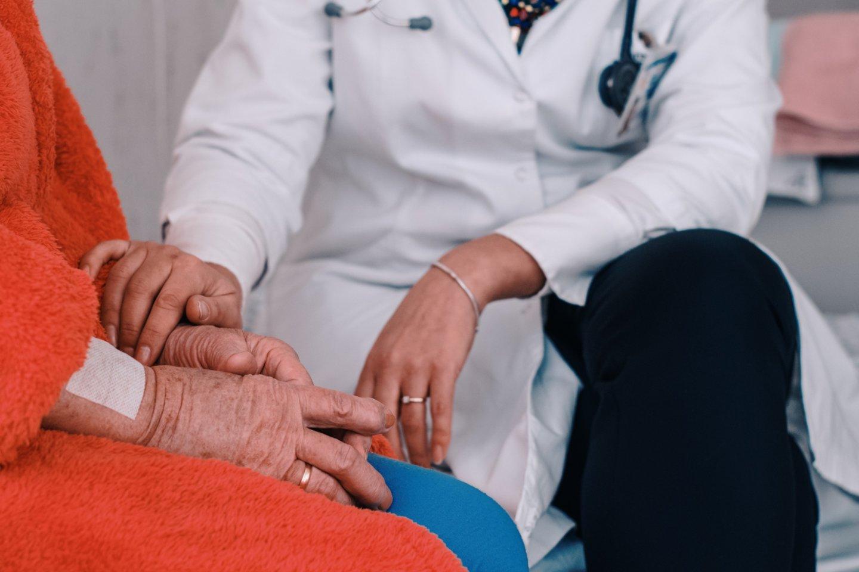 Stebint didėjantį slaugos ir palaikomojo gydymo paslaugų poreikį, sausio mėnesį Kauno klinikų filiale Romainių tuberkuliozės ligoninėje įsteigtas Ekstrapulmoninės tuberkuliozės, slaugos ir palaikomojo gydymo poskyris.<br>Kauno klinikų nuotr.