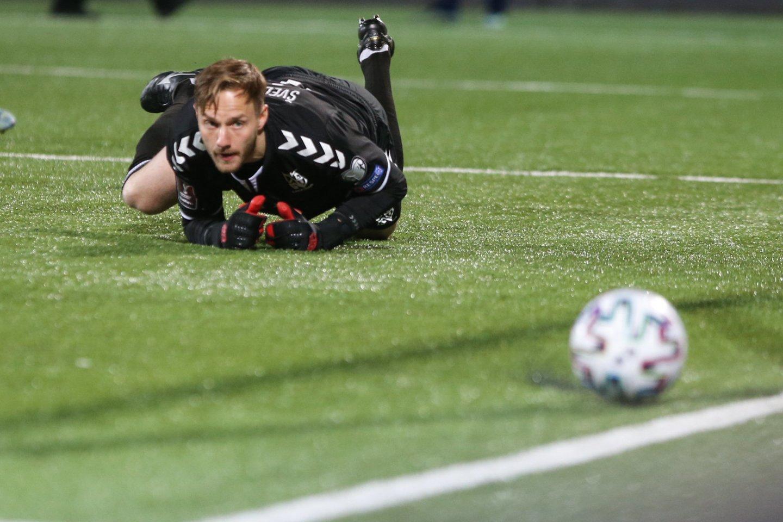 T.Švedkauskas per rungtynes su Italijos futbolo žvaigždėmis praleido du įvarčius, bet jį gyrė ne tik lietuviai, bet ir patys italai.<br>R.Danisevičiaus nuotr.