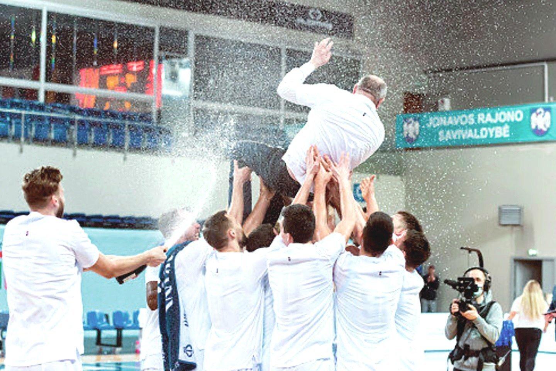 V.Šeškaus treniruojama Jonavos komanda visą sezoną dominavo NKL pirmenybėse.<br>D.Lukštos/NKL nuotr.