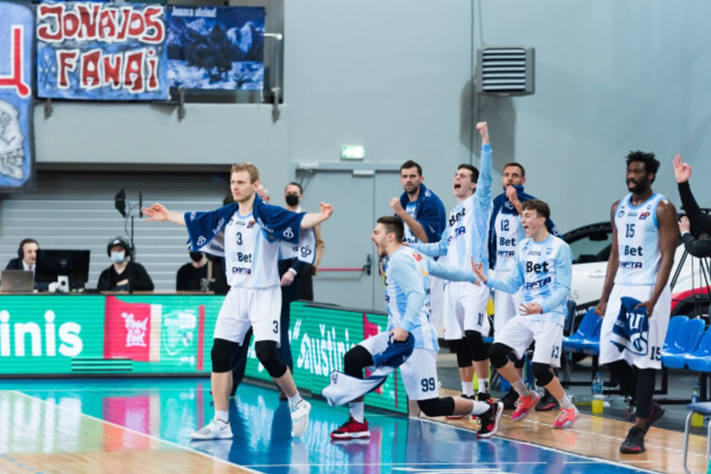 V.Šeškaus treniruojama Jonavos komanda visą sezoną dominavo NKL pirmenybėse.<br>D.Lukštos nuotr.