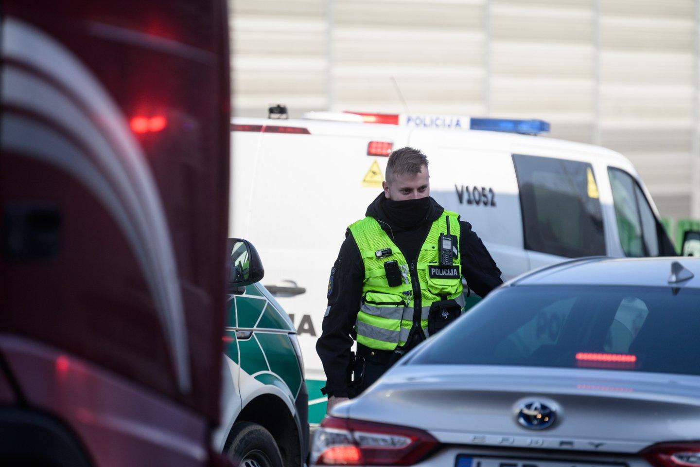 Policijos kontrolės punktas.<br>V.Skaraičio nuotr.