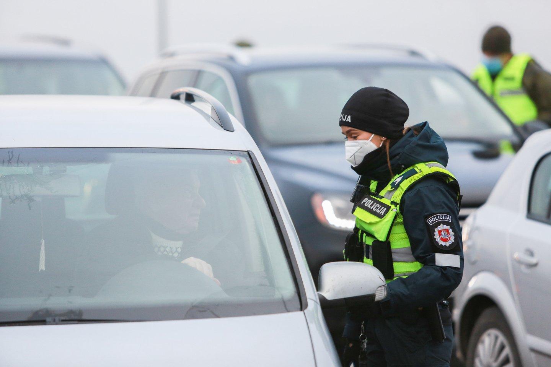 Policijos kontrolės punktas.<br>G.Bitvinsko nuotr.