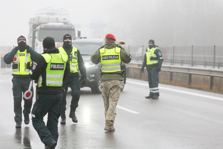 Policijos kontrolės punktas.<br>T.Bauro nuotr.