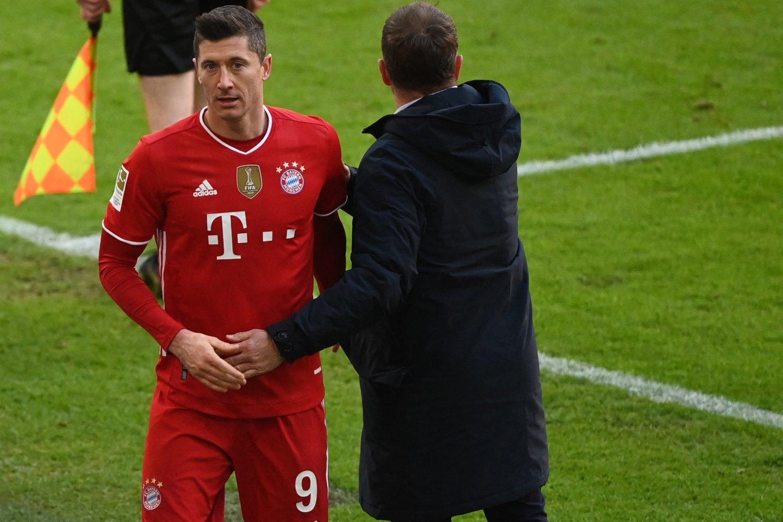 R.Lewandowskis dėl kelio traumos nepasirodys ir kitą savatę.<br>AFP/Scanpix nuotr.