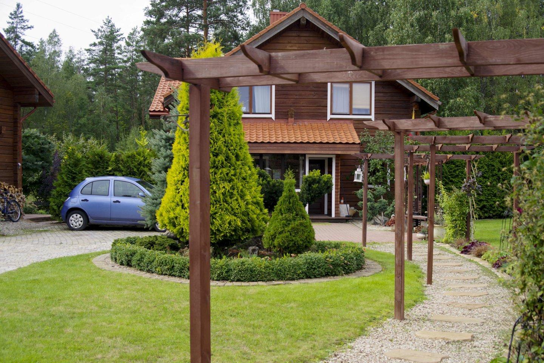 Praėjusiais metais daugiausiai balsų surinko Jurgitos Sėjūnaitės prižiūrimos valdos – kone 30 arų šalia Trakų, kur stovi jos gausios šeimynos namai.<br>V.Ščiavinsko nuotr.