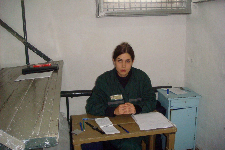 Nadia Tolokonikova paskelbė bado streiką, norėdama protestuoti dėl vergiško darbo sąlygų jos kalėjime.<br>AFP/Scanpix nuotr.