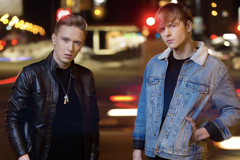"""Pusbroliai Titas ir Benas pristato """"Eurovizijos"""" atrankoje atliktą kūrinį."""