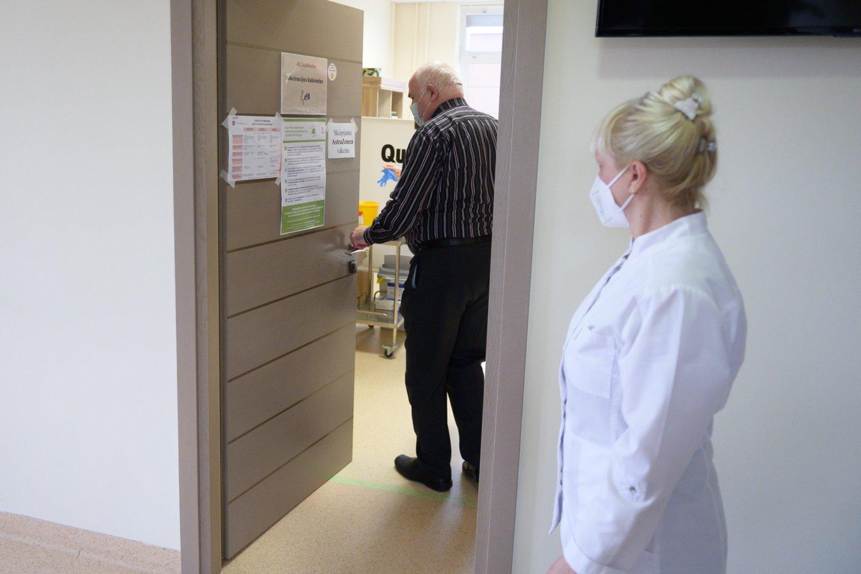 """Leidus vakcinos likučiais skiepyti įmones, prabilo merai: """"Norinčiųjų skiepytis turbūt turime daugiau nei vakcinos gausime"""".<br>V.Skaraičio nuotr."""