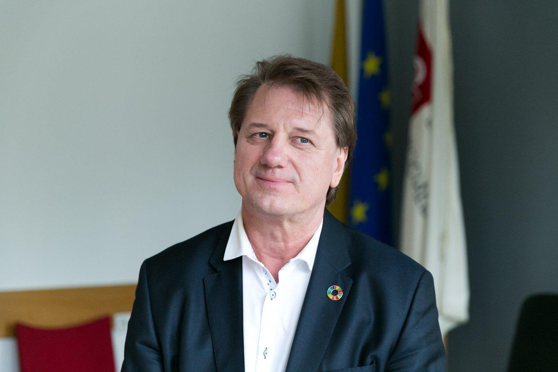 """Tuo metu dalies Europos šalių sprendimą """"AstraZeneca"""" vakcina skiepyti tik vyresnius nei 60 metų gyventojus S.Čaplinskas vadina politiniu sprendimu.<br>T.Bauro nuotr."""