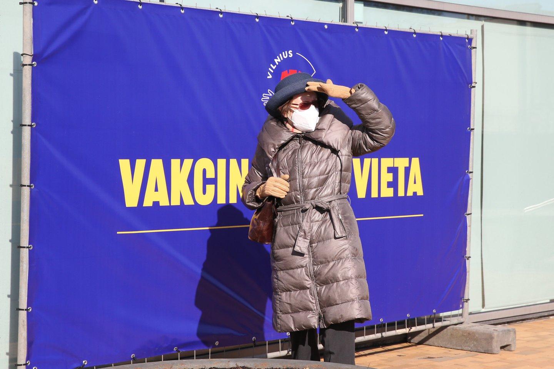 """Tuo metu dalies Europos šalių sprendimą """"AstraZeneca"""" vakcina skiepyti tik vyresnius nei 60 metų gyventojus S.Čaplinskas vadina politiniu sprendimu.<br>R.Danisevičiaus nuotr."""