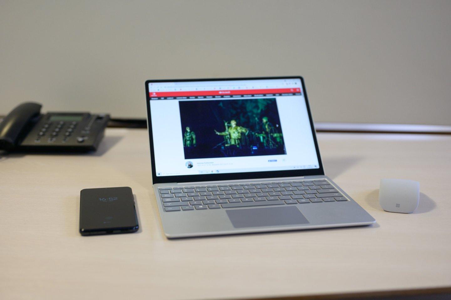 """""""Microsoft Surface Laptop Go"""" – mažų gabaritų nešiojamasis kompiuteris su jutikliniu ekranu ir pakankamai stipriomis techninėmis charakteristikomis.<br>V. Skaraičio nuotr."""