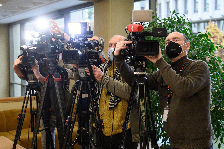 Sudėtingomis sąlygomis visą karantino laikotarpį dirbantys naujienų ir aktualijų žurnalistai bei kiti redakcijų darbuotojai yra pasirengę skiepų programai ir laukia atsakingų institucijų sprendimų.<br>V.Skaraičio nuotr.