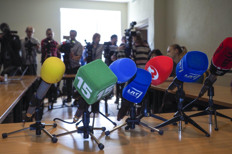 Sudėtingomis sąlygomis visą karantino laikotarpį dirbantys naujienų ir aktualijų žurnalistai bei kiti redakcijų darbuotojai yra pasirengę skiepų programai ir laukia atsakingų institucijų sprendimų.<br>V.Ščiavinsko nuotr.