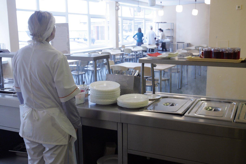 Viešbučiams aktualu, jog būtų leidžiama juose organizuoti maitinimą švediško stalo principu, teikti kitas paslaugas.<br>V.Balkūno nuotr.