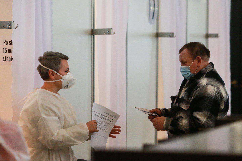 Didėjant ligoninėse gydomų COVID-19 pacientų skaičiui ir augant stacionaro lovų užimtumo rodikliui, nuo ketvirtadienio Kauno regione didinamas koronavirusu sergantiems pacientams skirtų lovų skaičius.<br>G.Bitvinsko nuotr.