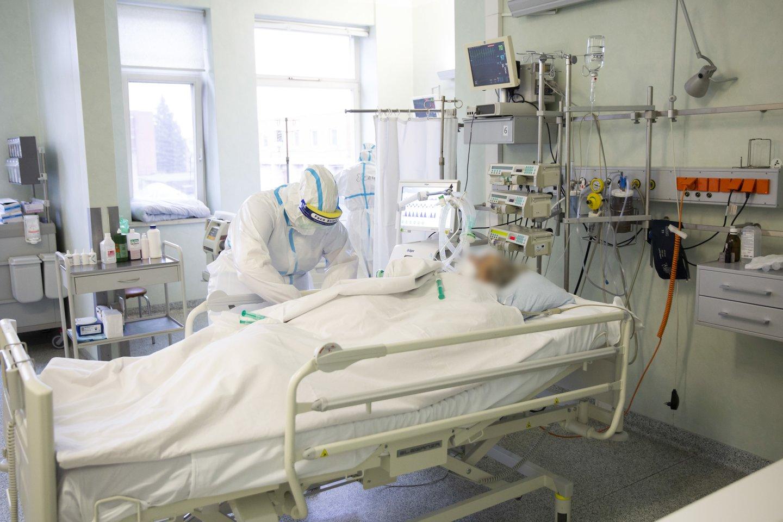 Didėjant ligoninėse gydomų COVID-19 pacientų skaičiui ir augant stacionaro lovų užimtumo rodikliui, nuo ketvirtadienio Kauno regione didinamas koronavirusu sergantiems pacientams skirtų lovų skaičius.<br>Kauno klinikų asociatyvi nuotr.