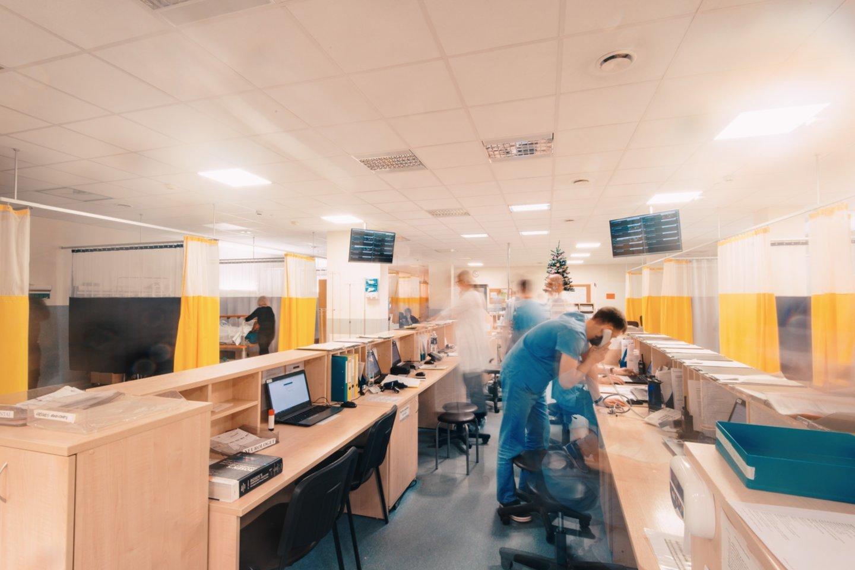 Didėjant ligoninėse gydomų COVID-19 pacientų skaičiui ir augant stacionaro lovų užimtumo rodikliui, nuo ketvirtadienio Kauno regione didinamas koronavirusu sergantiems pacientams skirtų lovų skaičius.<br>Kauno klinikų nuotr.