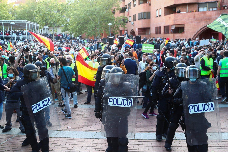 Madride per ultradešiniųjų mitingą prasiveržus smurtui sužeisti dešimtys žmonių. <br>Reuters/Scanpix nuotr.