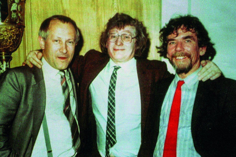 Olegas Gordijevskis su Edinburge rinktu leiboristų parlamentaru Ronu Brownu ir Čekoslovakijos šnipu Janu Sarkocy.<br>Leidėjų nuotr.
