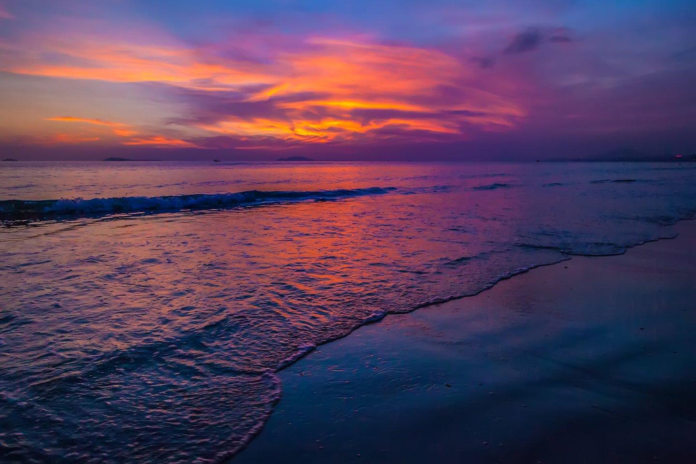 Violetinėms sieros bakterijoms reikia intensyvios Saulės šviesos – o tai reiškia, kad bakterijos spalva buvo violetinė, o ties vandenynų paviršiumi, maždaug 20-40 metrų gylyje, egzistavo sulfidų šaltinis.<br>123rf nuotr.