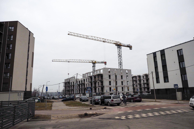 """Praėjusiais metais būstą su paskola įsigyjantys gyventojai reikšmingai padidino pradinio įnašo sumą – ji išaugo daugiau nei penktadaliu ir pasiekė vidutinę 23 tūkst. eurų sumą, rodo """"Swedbank"""" duomenys. Visgi, jei įsigyjamas pirmasis nuosavas būstas, pradinio įnašo kaupimas gali atrodyti kaip nemenkas iššūkis. Kokie žingsniai šį iššūkį galėtų palengvinti?<br>V.Ščiavinsko nuotr."""