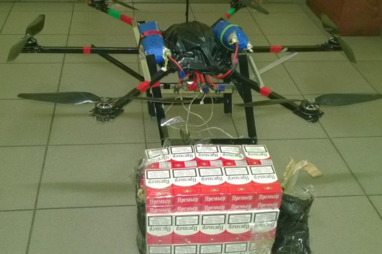 Dronu cigaretes iš Baltarusijos gabenęs šalčininkietis stos prieš teismą.<br>VSAT nuotr.