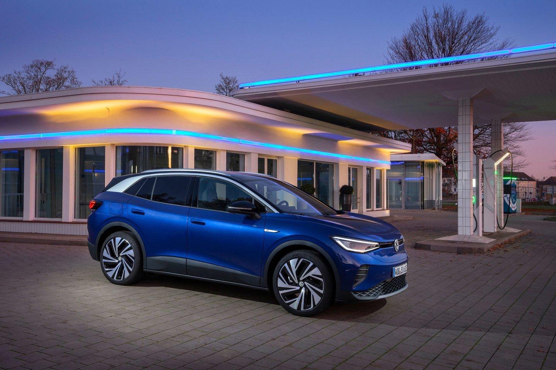 Elektromobiliai tarp įkrovimų gali įveikti 300-400 km, nors daugelis žmonių per dieną nuvažiuoja po 30.<br>Gamintojo nuotr.