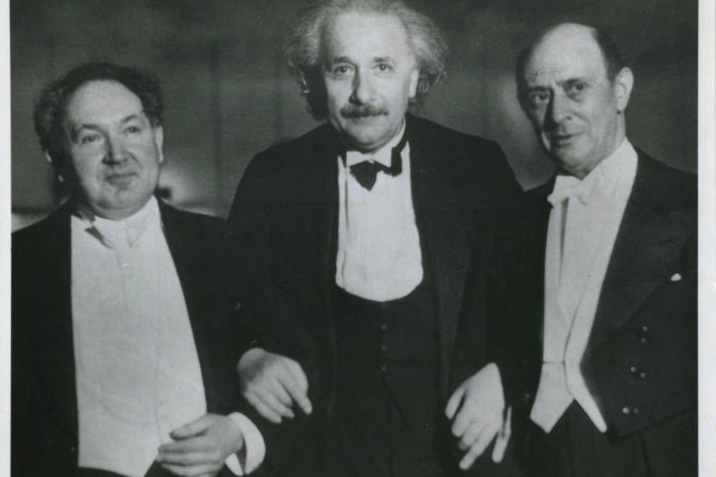 L.Godovskis su A.Einsteinu ir kompozitoriumi A.Schoenbergu.