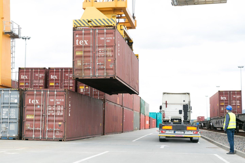 Statistikos departamento duomenimis, šių metų sausį-vasarį, palyginti su praėjusių metų tuo pačiu laikotarpiu, eksportas padidėjo 3,2 proc.<br>T.Bauro nuotr.