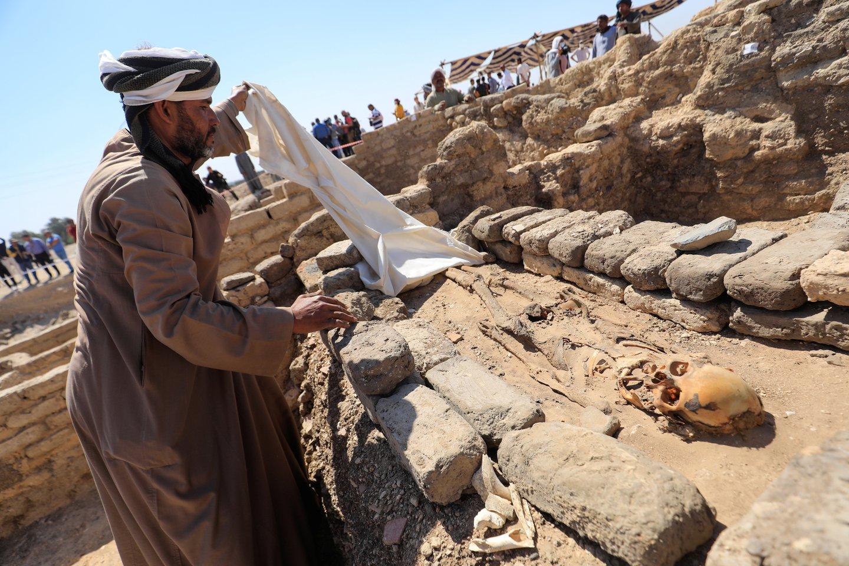 Žmogaus palaikai Aukso mieste.<br>Reuters / Scanpix nuotr.