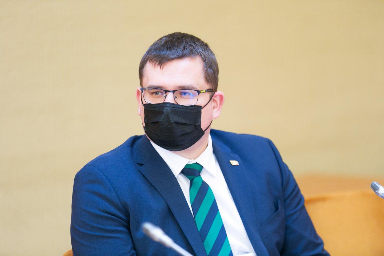 """""""Mūsų tikslas – žengti rimtą žingsnį, kad strateginiuose projektuose diegiant 5G ryšį Lietuva iš esmės vadovautųsi transatlantiniais bei atlantiniais kriterijais, ir nepatikimi gamintojai bei tiekėjai būtų eliminuoti iš tokių projektų Lietuvoje"""", – teigė L.Kasčiūnas.<br>T.Bauro nuotr."""