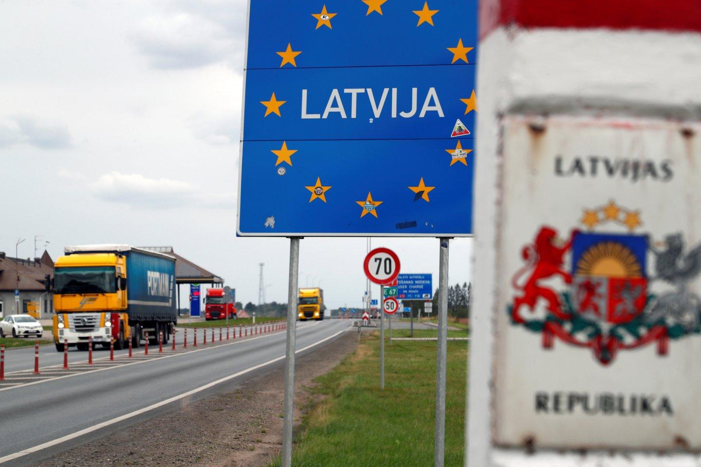 Latvijos ir Rusijos pasienyje sulaikyti 29 muitinės pareigūnai.<br>Reuters/Scanpix nuotr.