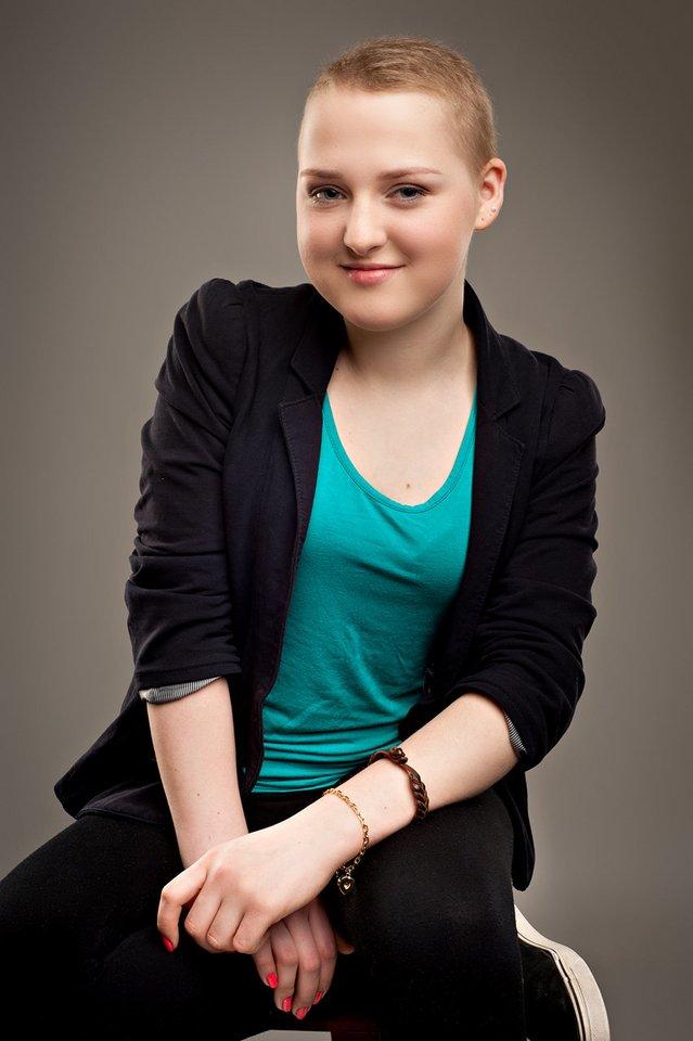 Susirgusi leukemija mergina ypač graudžiai verkė, kai pradėjo kuokštais slinkti plaukai.<br>Asmeninio archyvo nuotr.