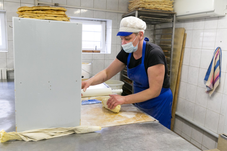 Per dieną kepykloje iškepama apie 200 baltos duonos kepalėlių.<br>T.Bauro nuotr.