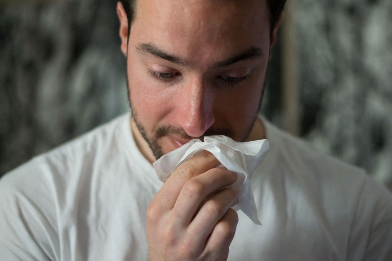Lietuvoje praėjusią savaitę (balandžio 5–11 d.) bendras sergamumo gripu ir ūminėmis viršutinių kvėpavimo takų infekcijomis (ŪVKTI) rodiklis vos sumažėjo, lyginant su ankstesne savaite.<br>Unsplash nuotr.
