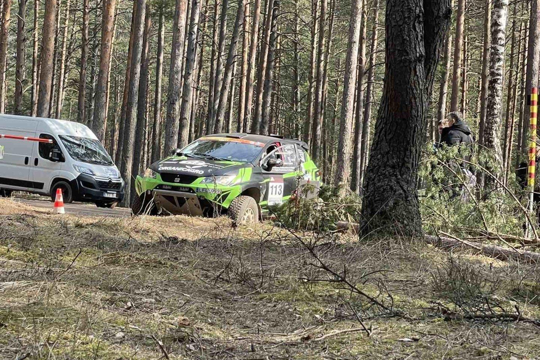 Praėjusį savaitgalį Pabradės apylinkių miškuose gaudė varikliai.<br>Komandos ir Jordano Jakšio nuotr.