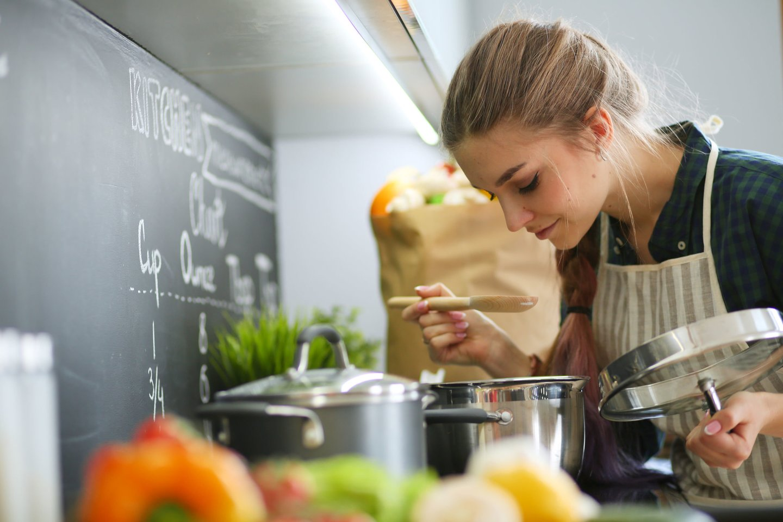 Norėdami sutrumpinti praleidžiamą laiką virtuvėje, rinkitės tuos produktus, kurie greičiau paruošiami.<br>123rf nuotr.