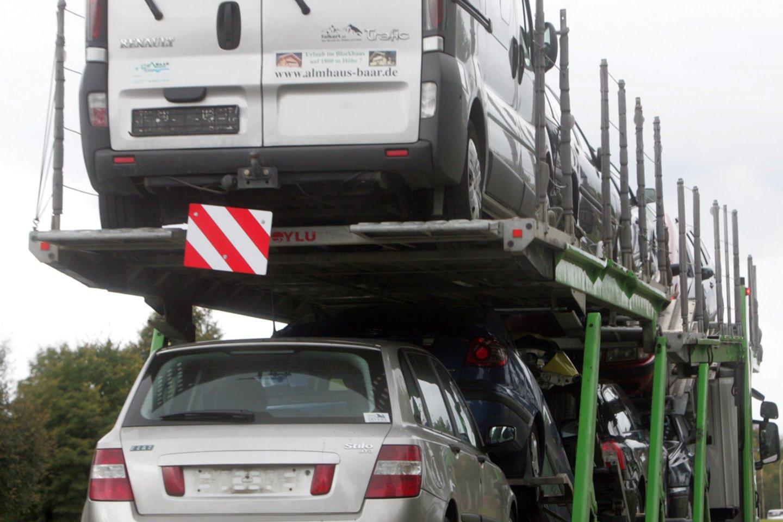 Gyventojams, planuojantiems įsigyti naudotą automobilį, dėmesį vertėtų atkreipti ne tik į technines transporto priemonės charakteristikas.<br>A.Barzdžiaus nuotr.