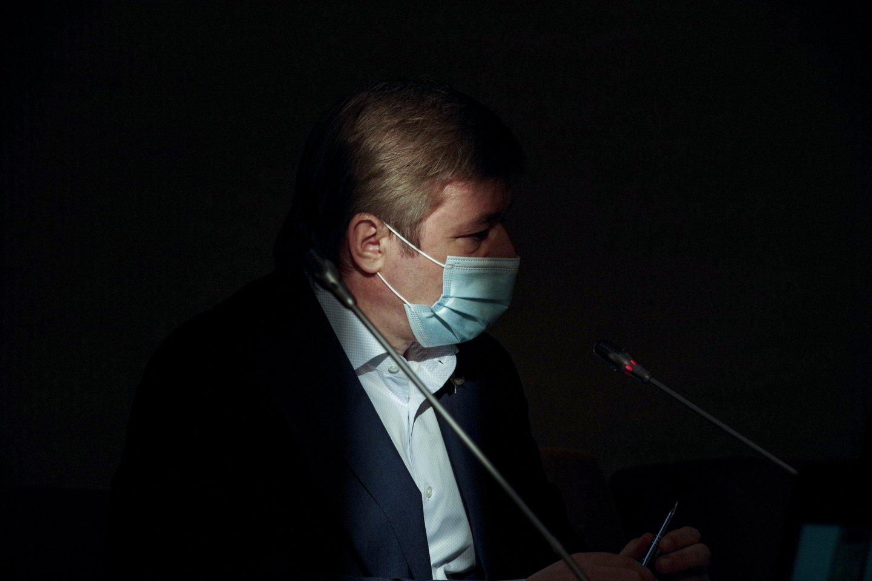 R.Karbauskis atšovė, esą šešėlinę Vyriausybę kritikuodamas S.Skvernelis nėra perskaitęs nė vieno jų parengto dokumento.<br>V.Ščiavinsko nuotr.