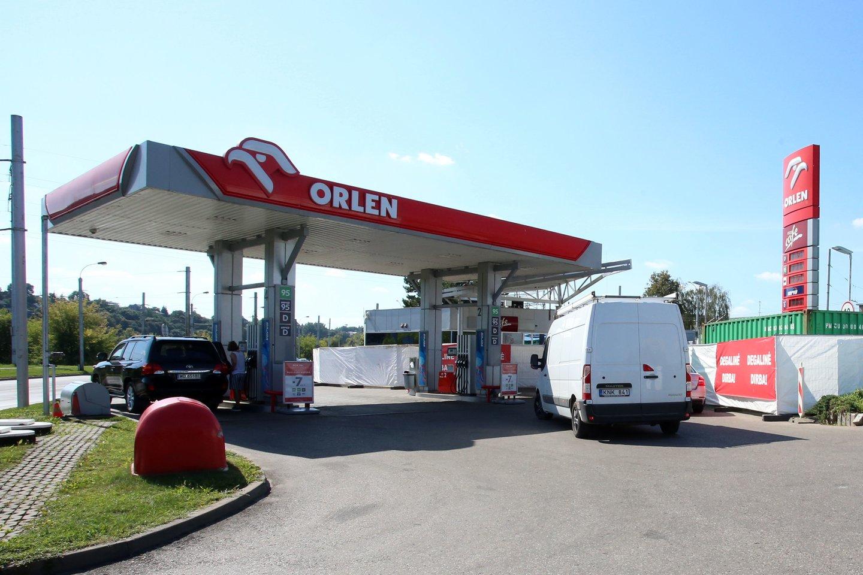"""""""Orlen"""" degalinių tinklą valdanti bendrovė keičia prekybos strategiją ir nuo balandžio 1 d. atsisakė nuolaidų kortelių.<br>M.Patašiaus nuotr."""