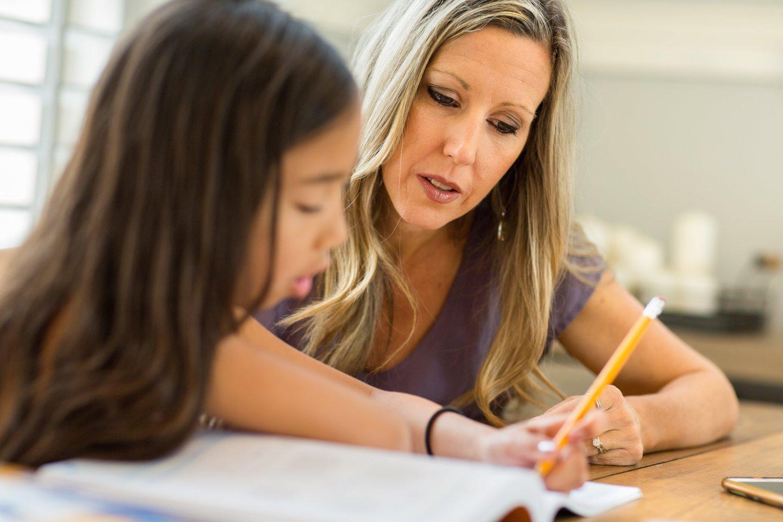 Trijų pradinukų mama jau pavargo laukti, kada jos vaikai galės mokytis mokykloje, o ne nuotoliniu būdu.<br>123rf.com asociatyvioji nuotr.