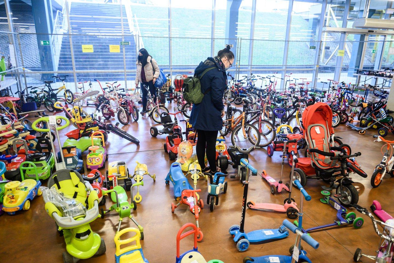 Didžiulio susidomėjimo sulaukė ir vaikiškų transporto priemonių skyrius.<br>V.Skaraičio nuotr.